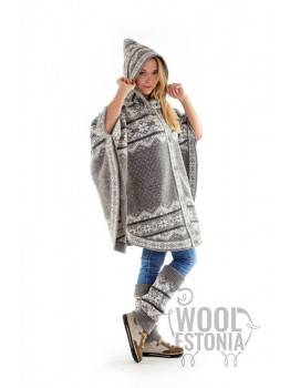 Woman's poncho with a star