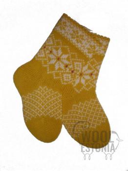 Носки со звездой на белом фоне