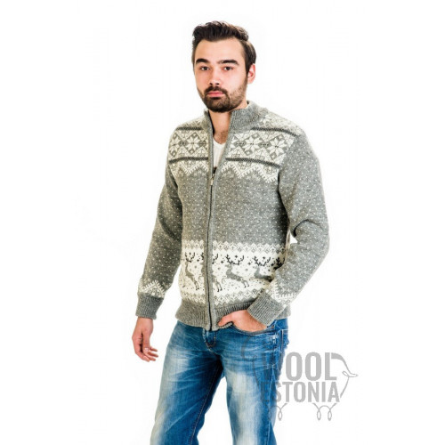 Man's full-zip sweater with a deer